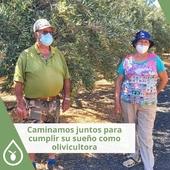 Los sueños se hacen realidad, en este caso para Mª Dolores, médico de profesión y ahora con su jubilación olivicultora 👏🏼🌿 . Con sus olivos en la zona de Mondragón (Gran Canaria) elabora su primer aceite de oliva virgen junto a su familia y damos fe de que está muy rico. Nos encantan estos sueños y estar a su lado en el camino, asesorarles y ver los frutos de tanto trabajo. ¡Mucha suerte familia! 🍀 . . . #aceite #proyectos #olivicultores #Prodel #proyectosProdel #aceitedeoliva #olivos